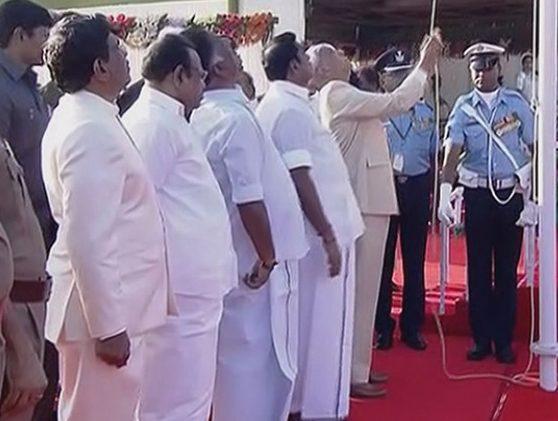 குடியரசு தின விழா: சென்னையில் ஆளுநர் தேசிய கொடியை  ஏற்றினார்