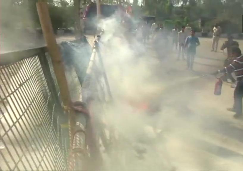 டெல்லி சிஏஏ போராட்டம்: ஷாஹீன்பாக் பகுதி அருகே  பெட்ரோல் குண்டு வீச்சு…!!