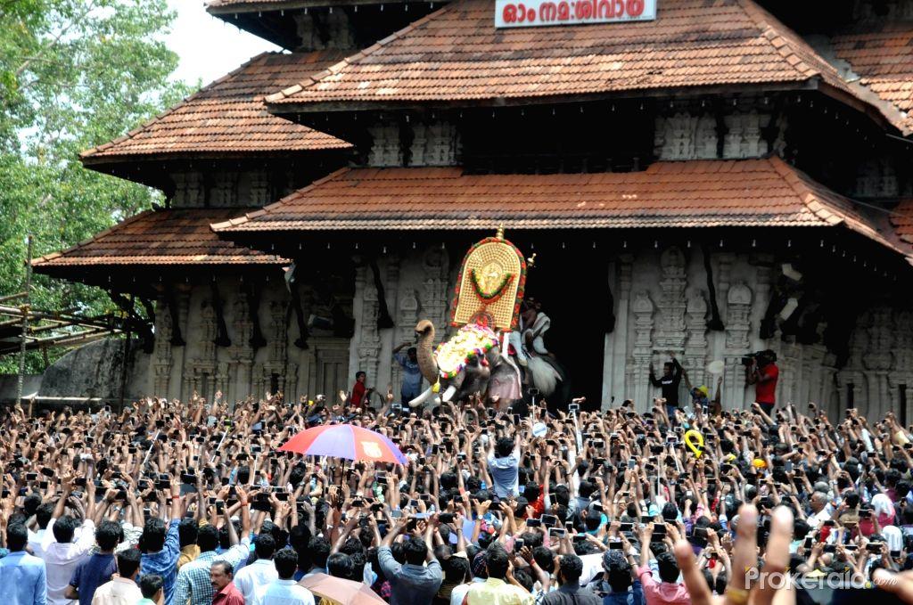 கொரோனா வைரஸ் எதிரொலி : 58 ஆண்டுகளுக்கு பிறகு ரத்தான உலகப் புகழ்பெற்ற திருச்சூர் பூரம் திருவிழா!