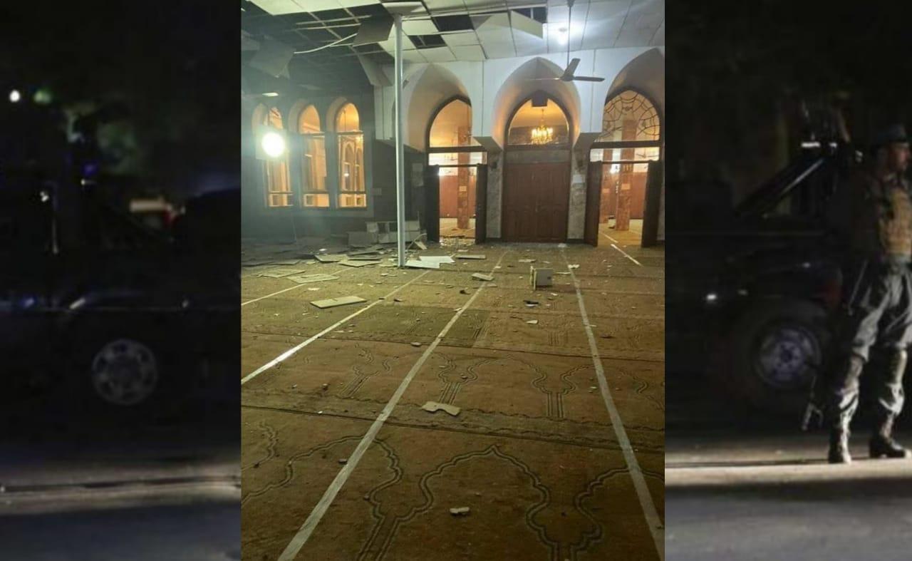 ஆப்கானிஸ்தானில் மசூதிக்குள் நடந்த தற்கொலை வெடிகுண்டு தாக்குதல் : 2 பேர் பலி