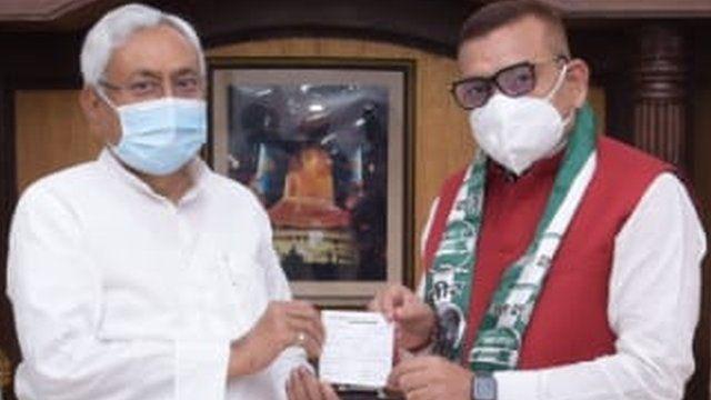 பீஹார் சட்டசபை தேர்தல் : நிதிஷ் குமார் கட்சியில் போலீஸ் அதிகாரி