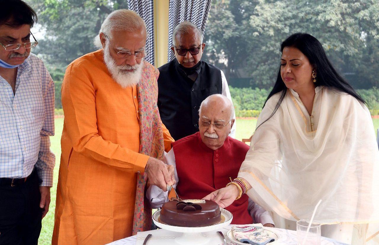 பாஜக மூத்த தலைவர் அத்வானி பிறந்த நாள்: பிரதமர் மோடி நேரில் வாழ்த்து