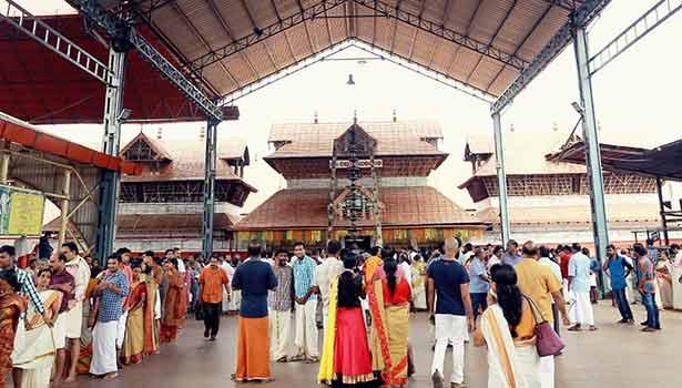 குருவாயூர் கோயிலில் 46 ஊழியர்களுக்கு கொரோனா உறுதி –  பக்தர்கள் தரிசனத்திற்கு தடை