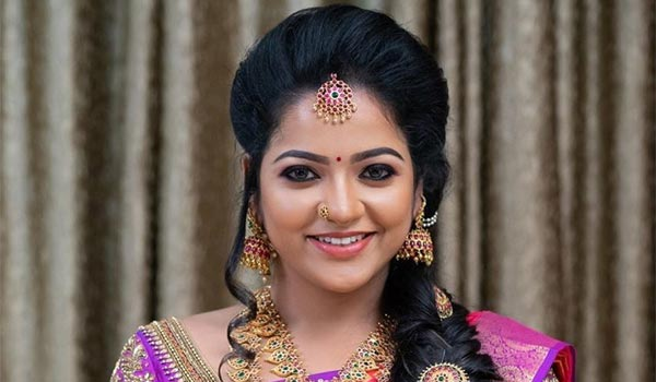 சின்னத்திரை நடிகை சித்ரா தூக்குப் போட்டு தற்கொலை