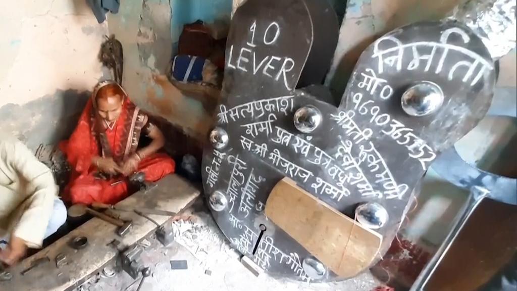 அயோத்தி ராமர் கோயிக்காக உலகின் மிகப்பெரிய பூட்டை தயாரித்த வயதான தம்பதியினர் .!