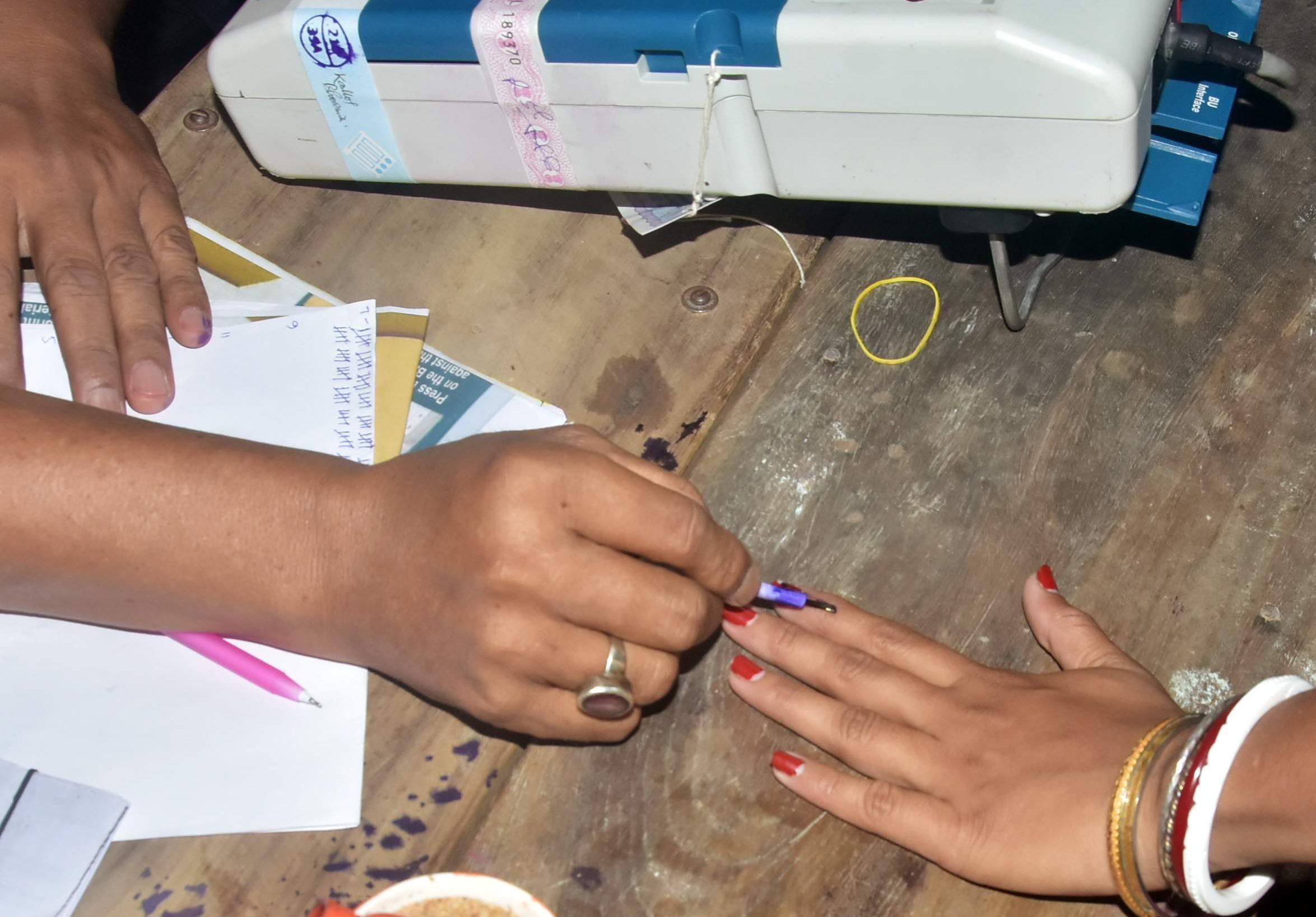தமிழகத்தில் 72.78 % வாக்குப்பதிவு – மாவட்டம் வாரியாக தலைமை தேர்தல் அதிகாரி சத்யபிரத சாகு அதிகாரபூர்வமாக அறிவிப்பு .!