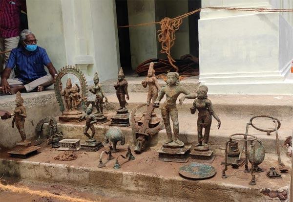 நாகையில் கோயில்  திருப்பணிக்காக பள்ளம் தோண்டியபோது ஐம்பொன் சிலைகள் கண்டெடுப்பு