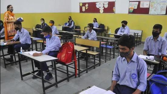 50% மாணவர்களுடன் மத்திய பிரதேசத்தில்  1-5 வகுப்புகளுக்கு பள்ளிகள் திறப்பு.!